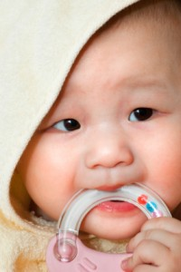 How Teething May Affect Your Baby's Appetite for Solid Foods